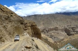 Road to lo Manthang
